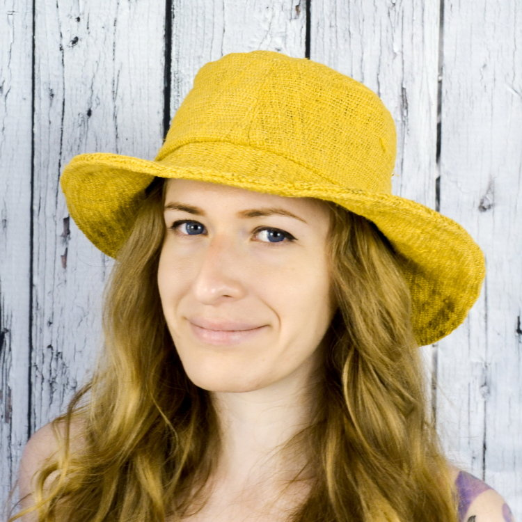 Летняя шляпа с полями